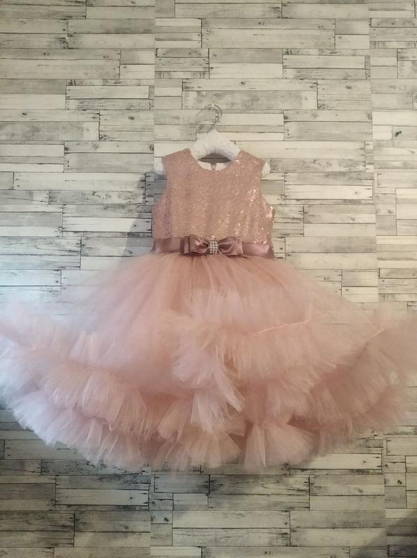 Платье  для девочки ,нарядное ,праздничное