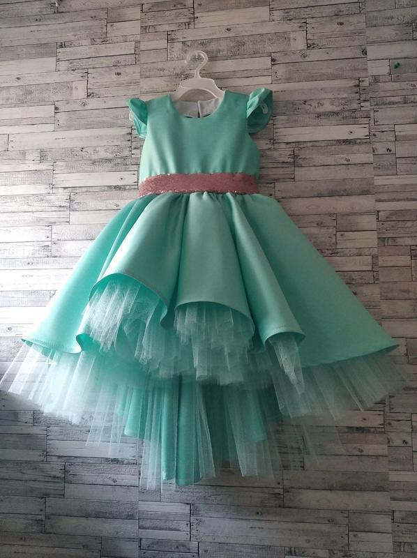 Платье  со шлейфом праздничное, нарядное