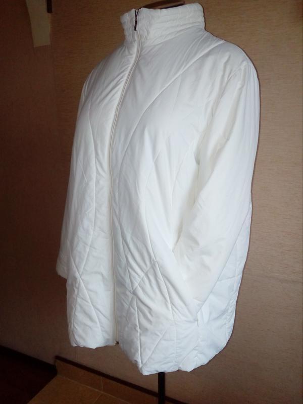 Лёгкая куртка белого цвета, размер 26/28uk, 58/60eu
