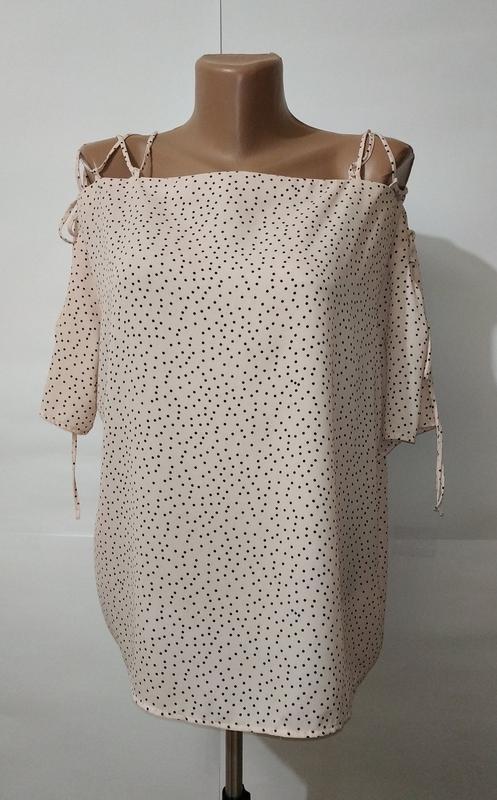 Блуза кремовая нежная в крапинку с модной шнуровкой на плечах ...