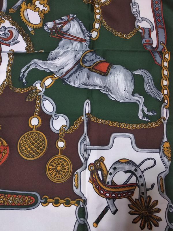 Платок с лошадьми и подковой на удачу.) - Фото 3