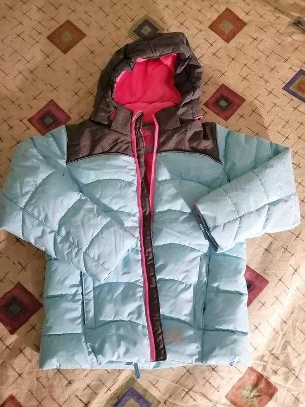 Яркая, красивая, стильная, модная зимняя лыжная куртка
