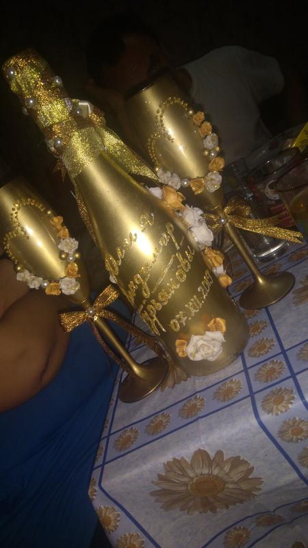 Декорацыя свадебных бокалов и бутылок