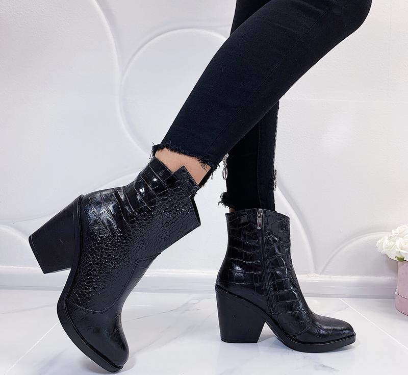 Новые шикарные женские демисезонные кожаные черные ботинки