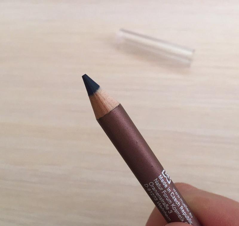 Олівець для очей, карандаш для глаз.