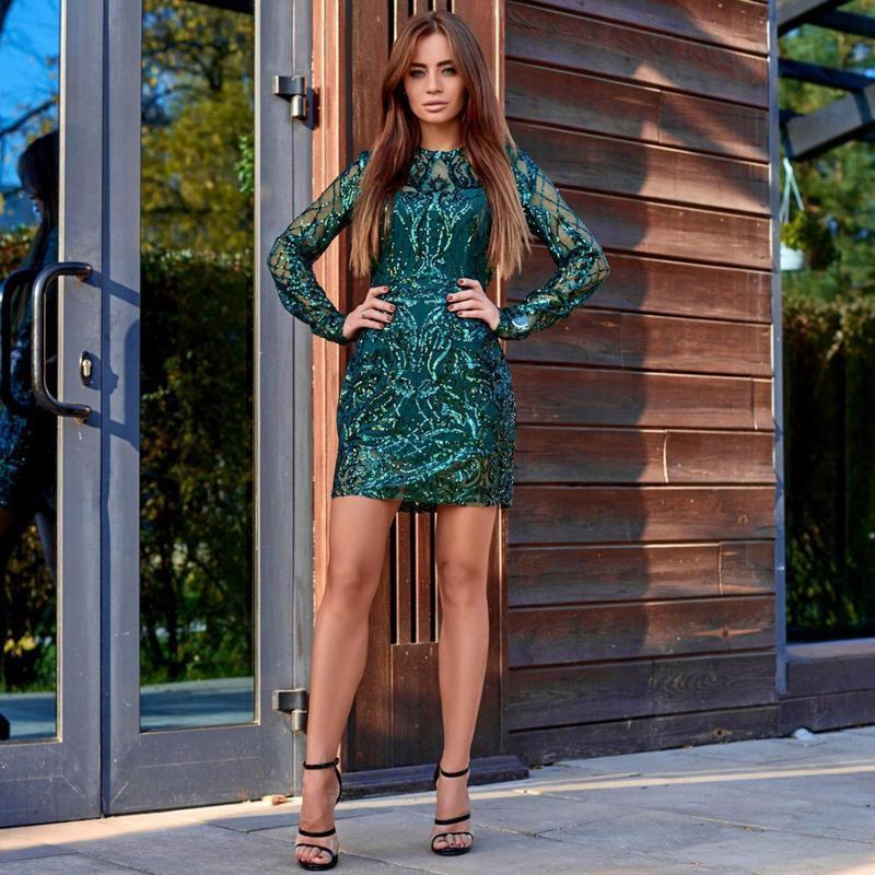 Платье футляр изумрудного цвета отделка пайетками