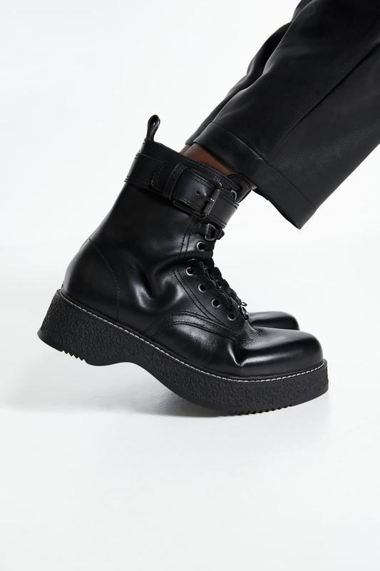 Байкерські шкіряні черевики на низькому ходу з пряжками, zara!...