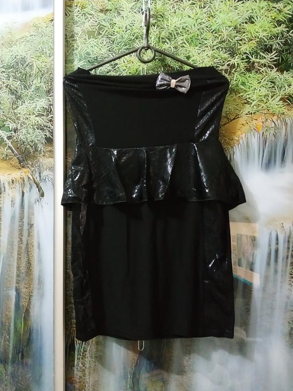Мини платье чорное с баской