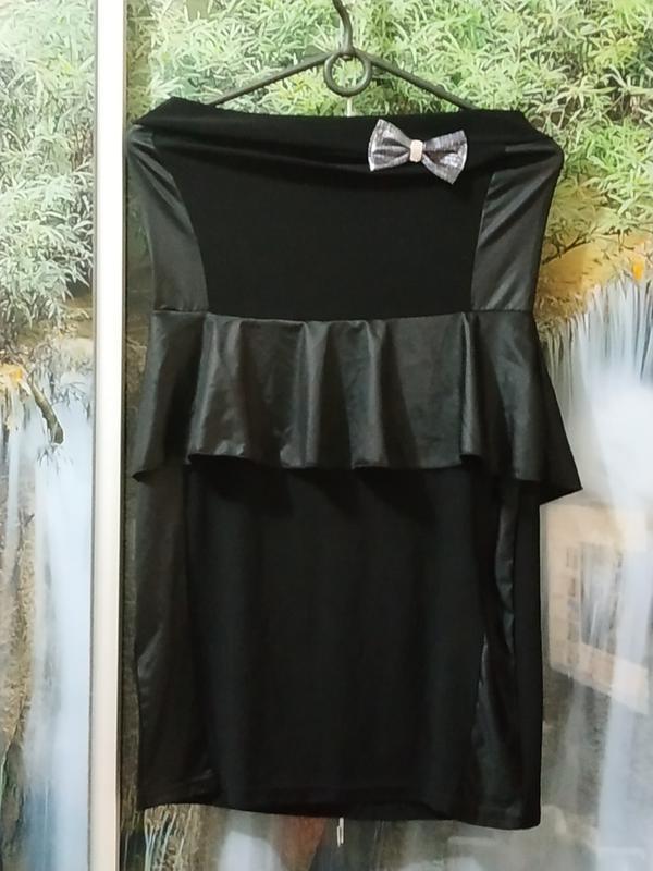 Мини платье с баской