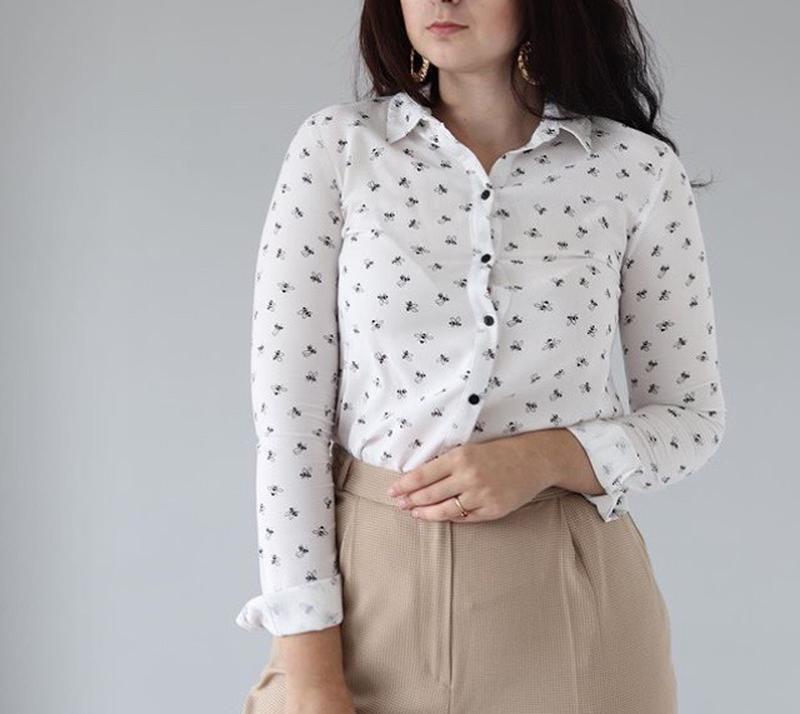 Біла блуза в принт