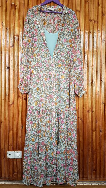 Стильное длинное платье h&m на пуговицах, свободного кроя в цв...