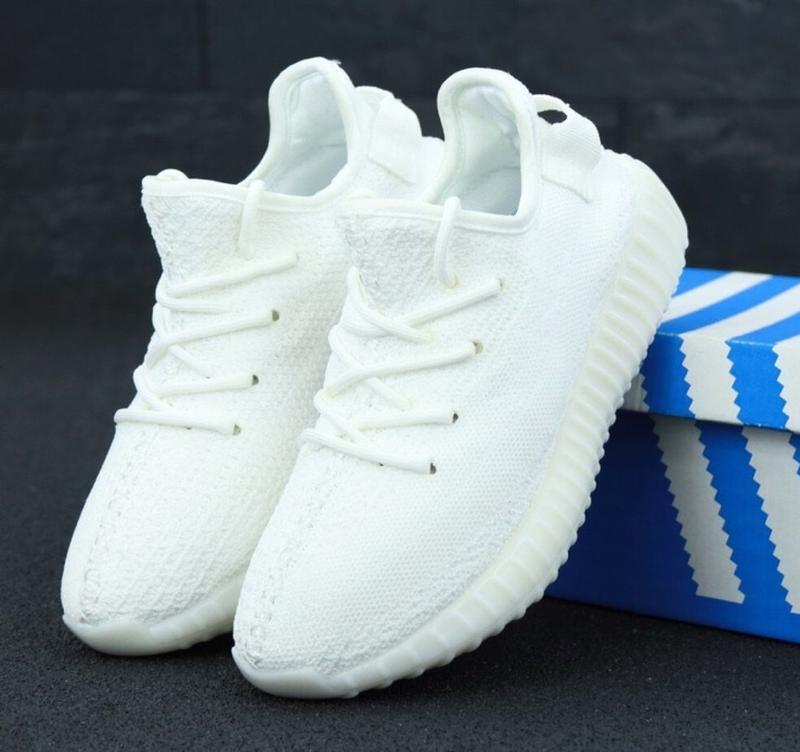 Женские кроссовки adidas yeezy boost 350 v2 triple white