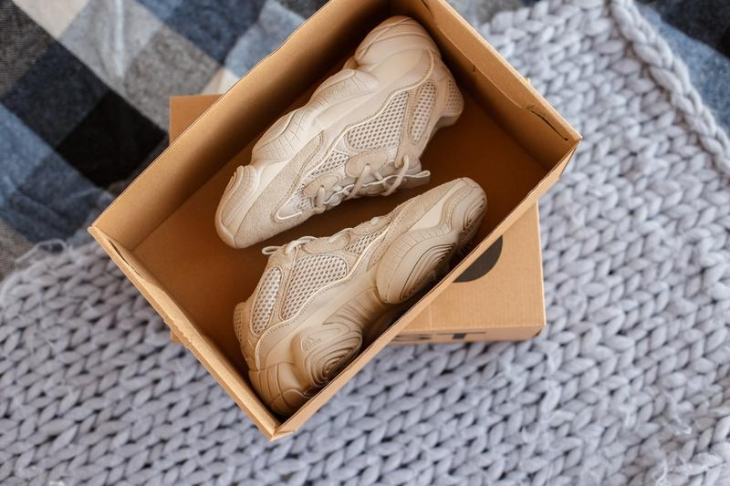Кроссовки женские adidas yeezy 500