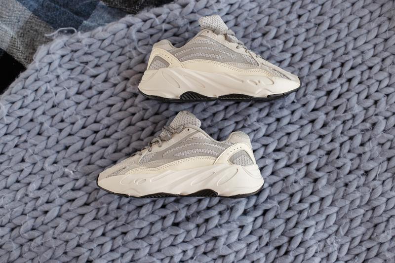 Кроссовки женские adidas yeezy boost 700