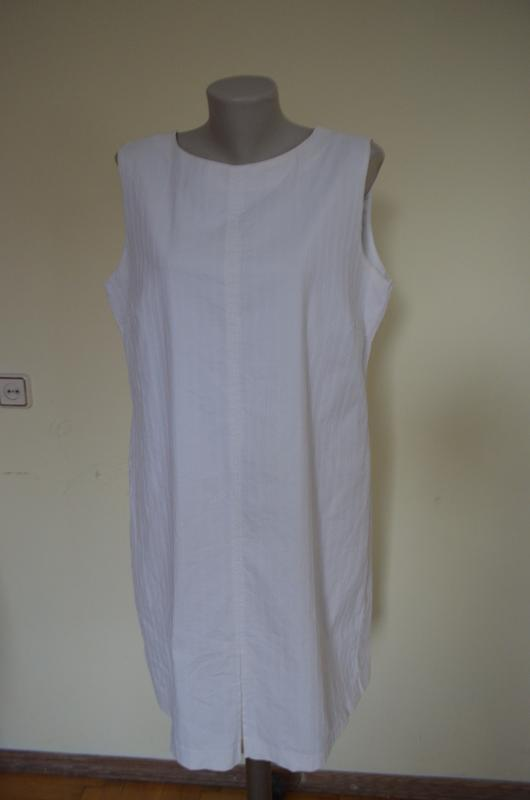 Шикарное брендовое платье базовая вещь классика молочного цвета