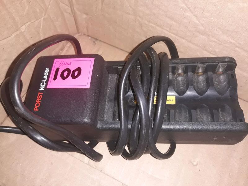 Зарядний пристрій для AA акумуляторів