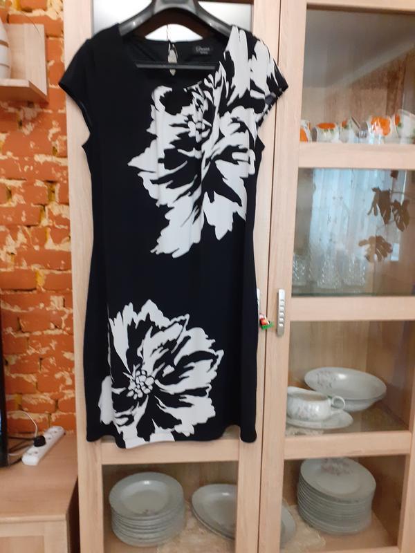 Эффектное платье с принтом