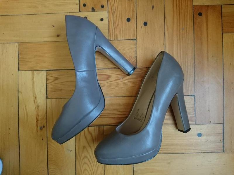 Туфли кожаные классические на высоком каблуке и маленькой плат...