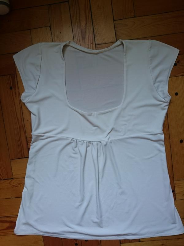 Бежевая блузочка-футболочка_крой под грудь