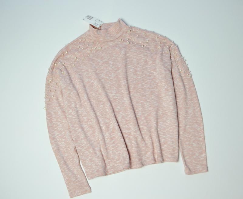Красивый свитер кофта с жемчугами