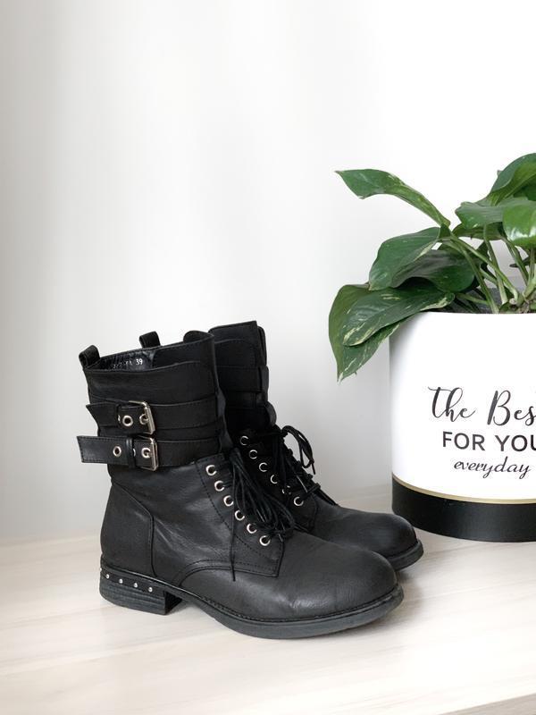 Ботинки сапоги с пряжкой на шнуровке