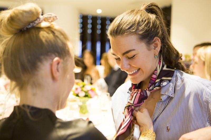 Великолепный шелковый платок брилианты дизайнер швейцария carl...