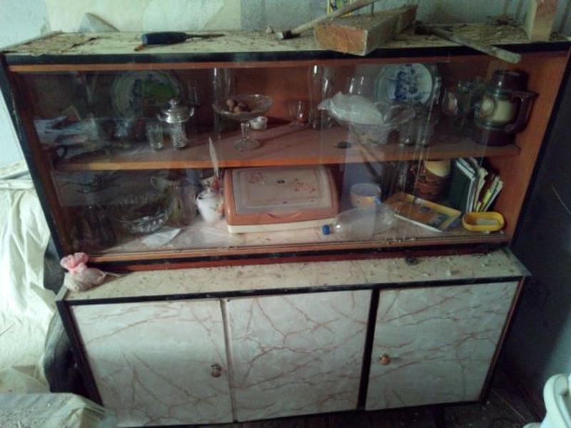 Продам кухню навесные шкафы сервант тумбочку