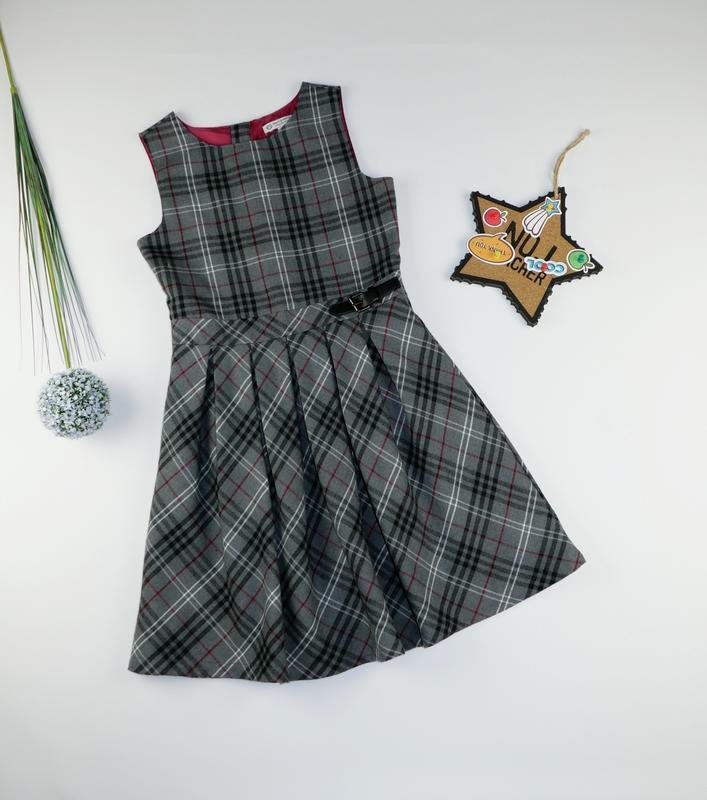 Очень красивое платье с&a на 10-11 лет, рост 146 см