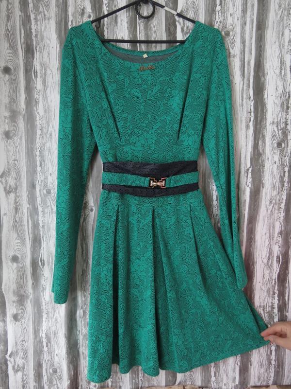 Платье с длинным рукавом зеленого цвета 48 размер