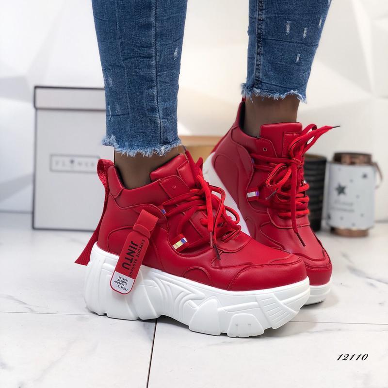 Красивенные красные кроссы