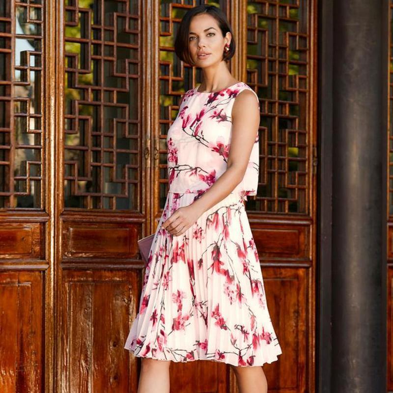 Нарядное красивое платье в цветочный принт bonmarche