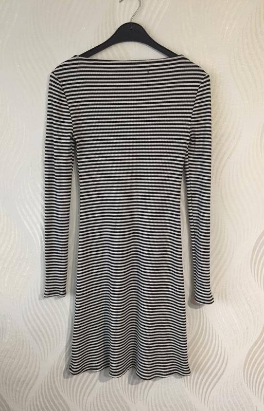 Стильное мини платье в полоску reformation - Фото 6