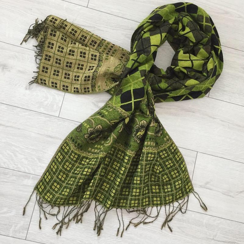 Зеленый шарф.