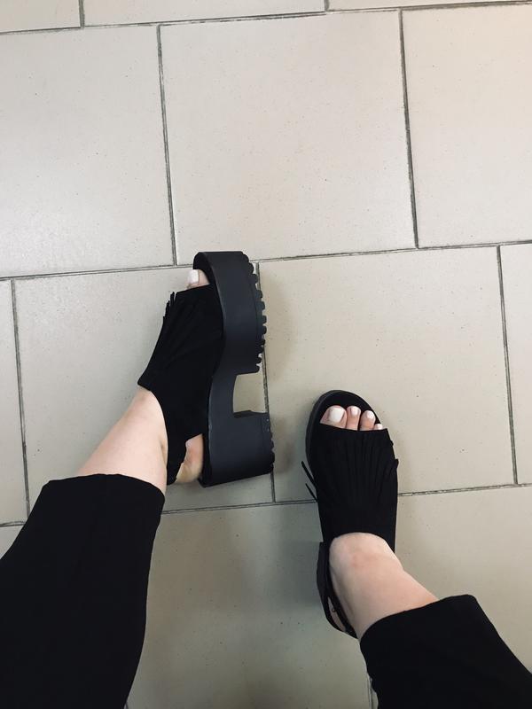 Босоножки на платформе pull and bear black