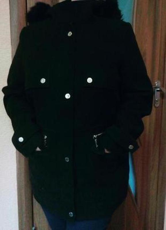 Демисезонное пальто с капюшоном большого размера