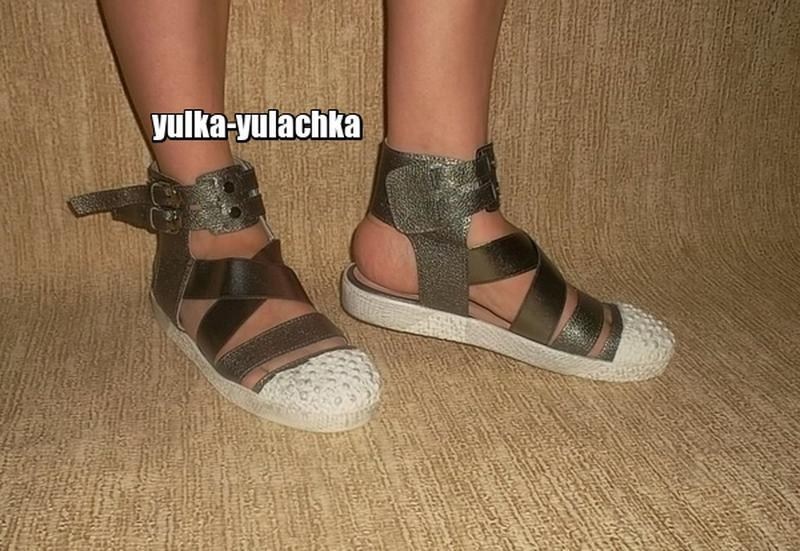 Прикольные стильные крутые сандалии с прорезиненным носком