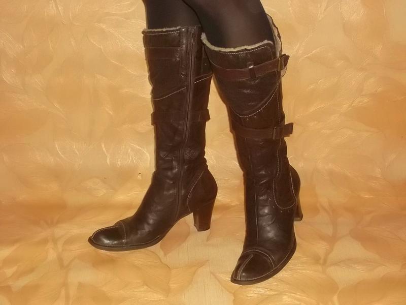 Кожаные сапоги на устойчивом каблуке на ножку 26 см.