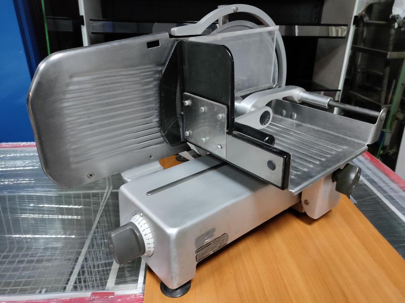 Холодильная витрина прилавок б/у 2,4 м. Витрина куб б у