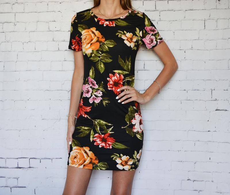 Женское платье футляр