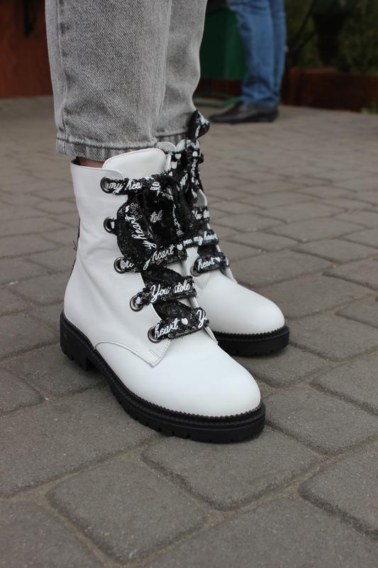 Стильные зимние ботинки из натуральной кожи, белого цвета с ст...