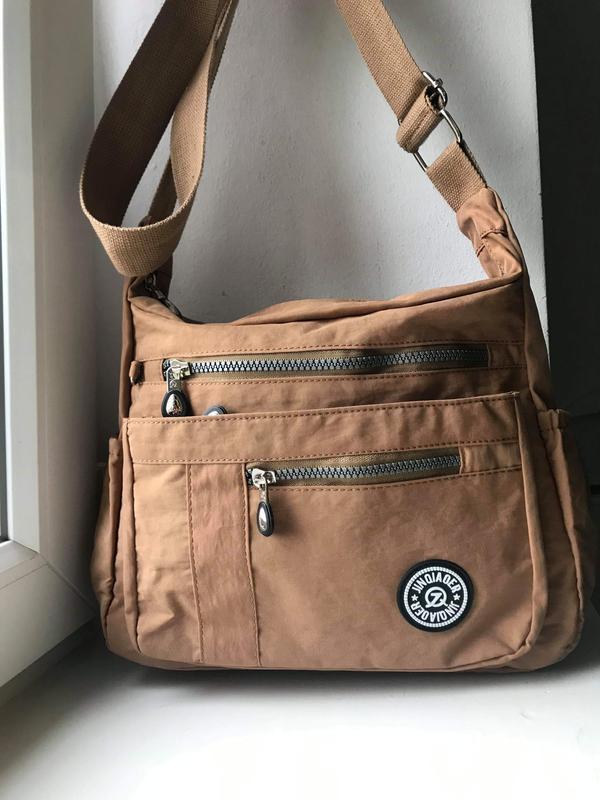 Удобная сумка в спортивном стиле.