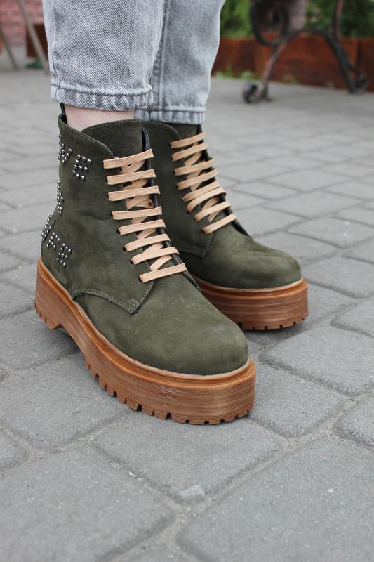Стильные зимние ботинки из натуральной замши на платформе , цв...
