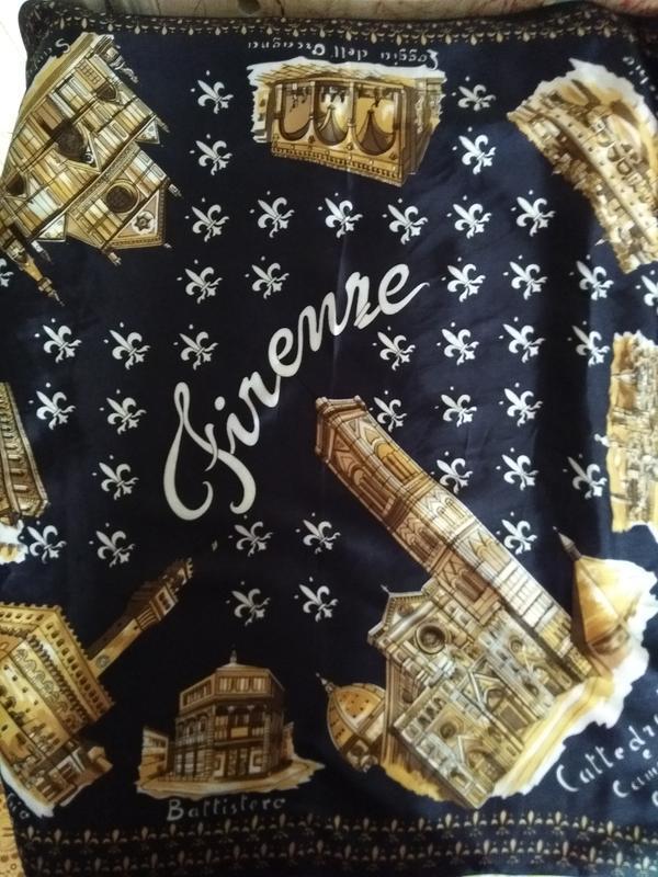 Итальянский платок с изображениями древних соборов италии