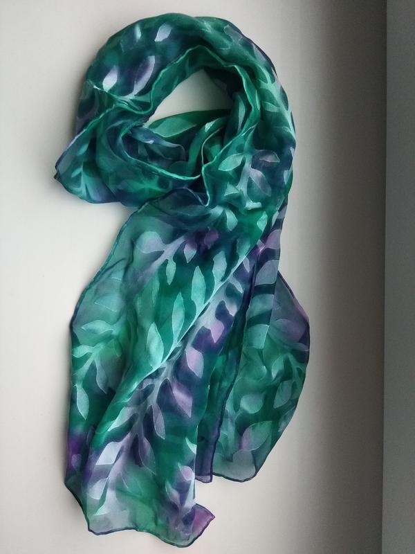 Нежнейший шелковый шарфик в приятный принт