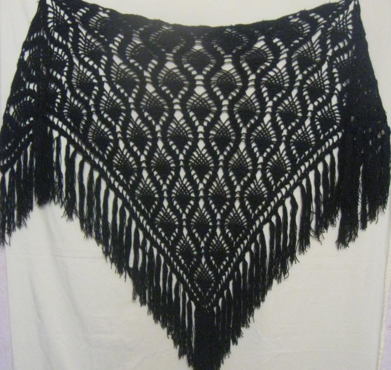 Шаль женская чёрная шерстяная вязаная. суперская.