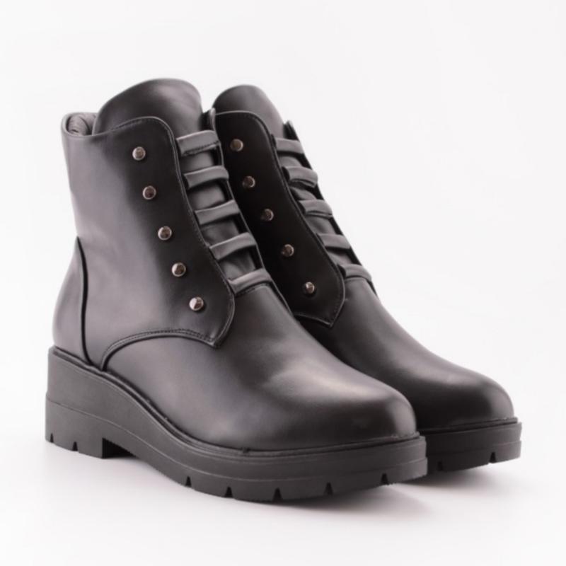 Черные ботинки на низком ходу