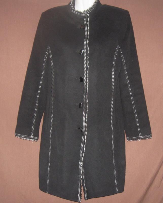 Женское пальто демисезонное чёрное. с оригинальной отделкой. д...