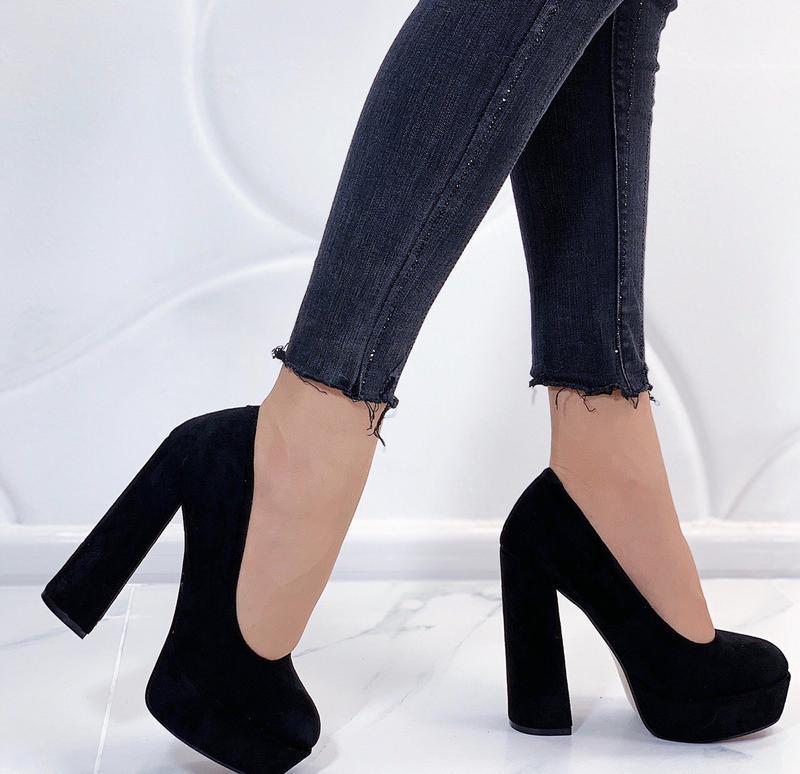 Новые стильные женские черные туфли на высоком каблуке
