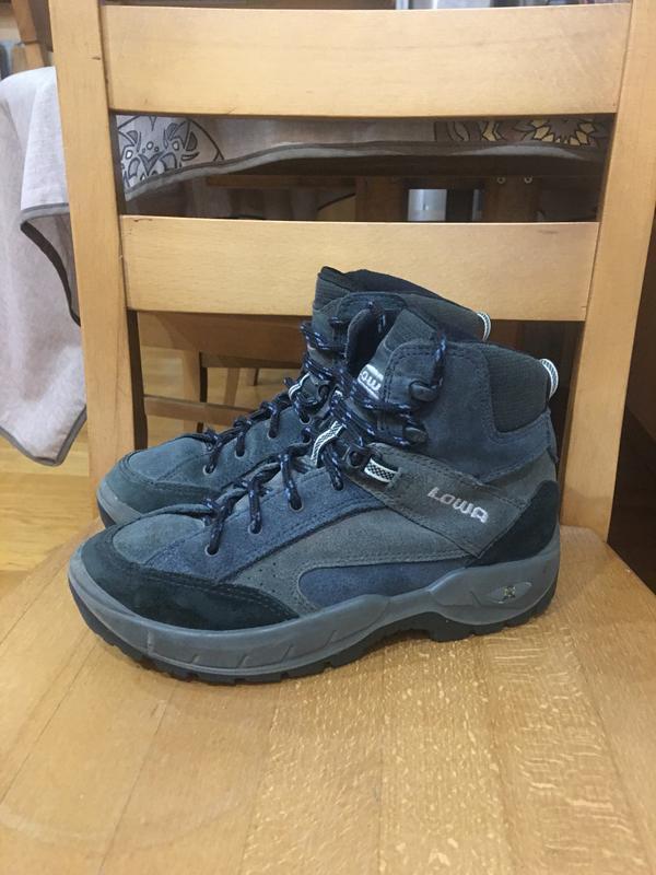 Треккинговые кожанные ботинки lowa 35 р. 23 см.