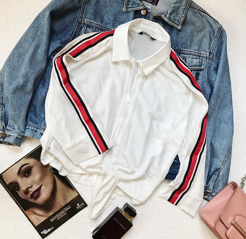 Шикарная белая рубашка блуза с лампасами на рукавах